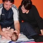 Babymassage mit Papa